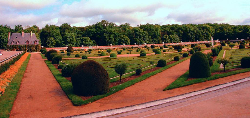 Gardens, Château de Chenonceau, Loire Valley, France - Taken by Diann Corbett, 05/2009.